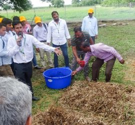 Trainees-learning-about-composting-of-agri-wastes.