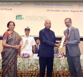 Mr Ram Nath Kovind, President of India, presents the award to Mr K Sreekant and Mr Ravi P Singh, CMD and Director (Personnel) of POWERGRID, respectively. Ms Nirmala Sitharaman, Minister of Finance and Minister of Corporate Affairs, looks on.