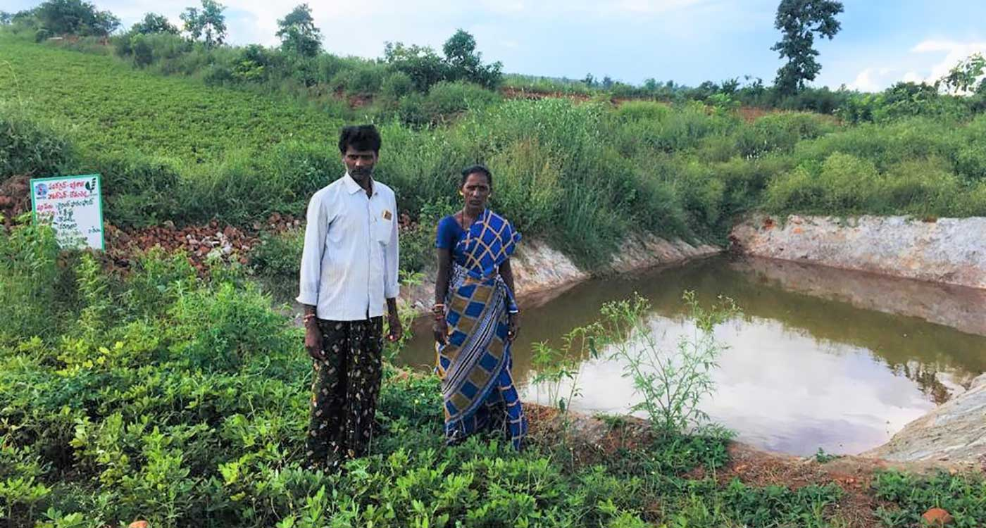 Farmers at their farm pond in the Kurnool watershed. Photo: ICRISAT Development Center