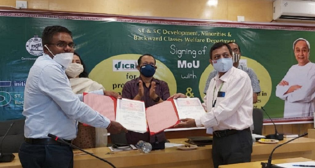 Left to right (behind): Ms Ranjana Chopra, Principal Secretary, ST & SC Development, Odisha Government; Mr PK Jena, Development Commissioner and Additional Chief Secretary, Odisha Government; and Dr AB Ota, Special Secretary and Director ST & SC Research and Training Institute, Odisha Government. Left to right (Front): Mr P Arthanari, Project Director, OPELIP; and Dr PK Mishra, who represented ICRISAT. Photo: KH Anantha, ICRISAT